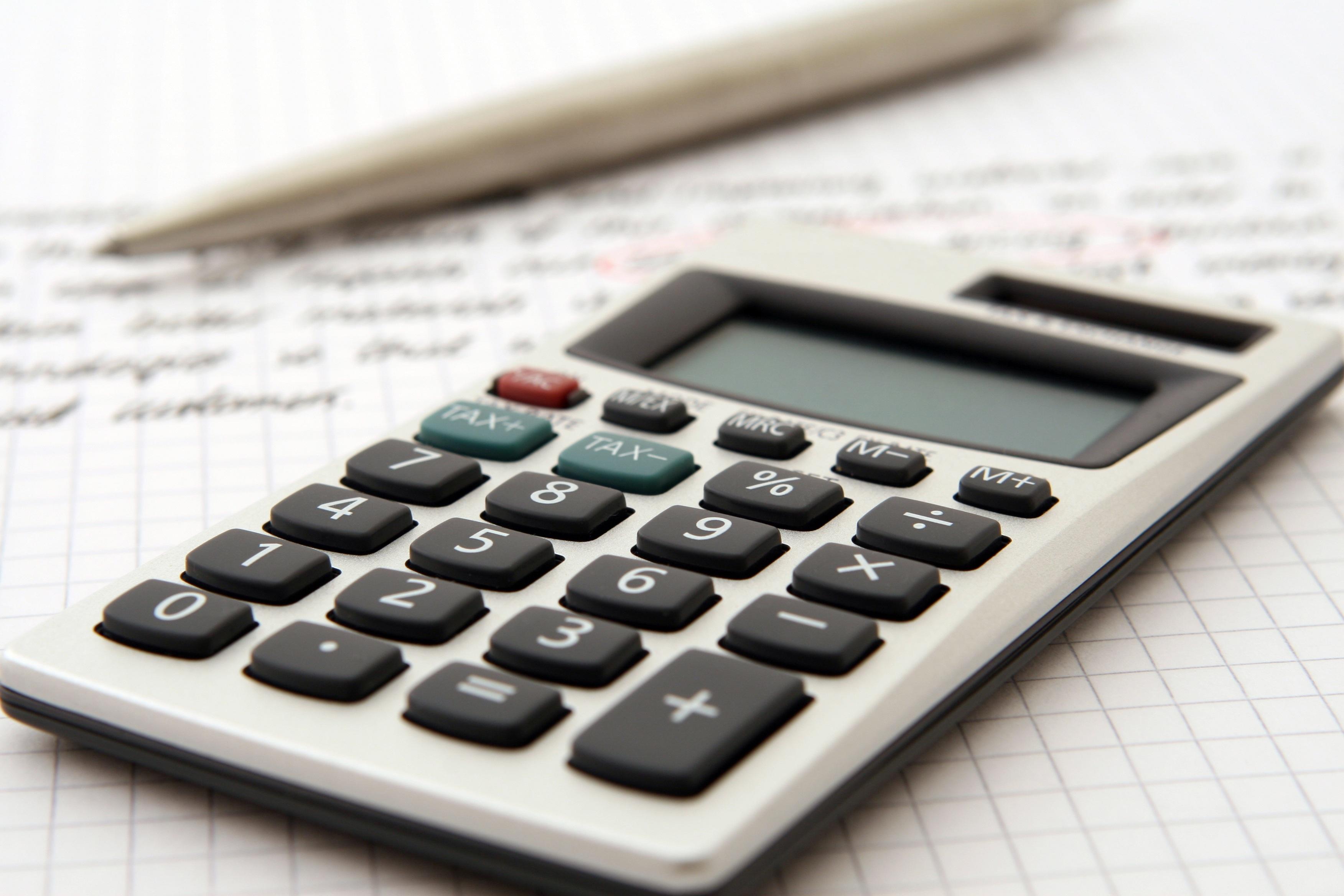 accountant-accounting-adviser-advisor-159804 (1)